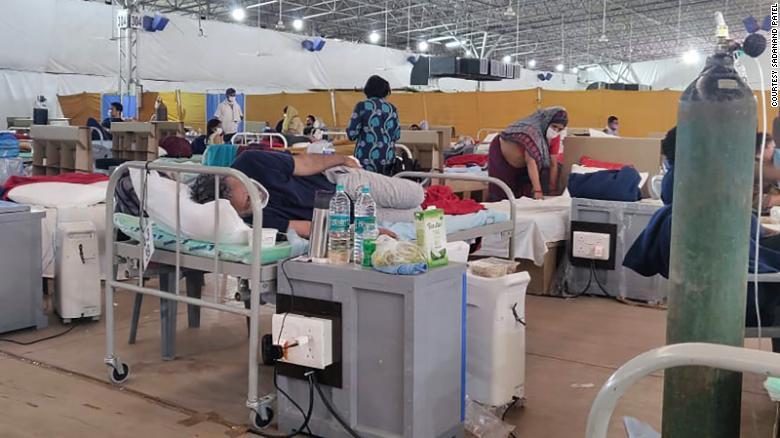 Bệnh nhân Ấn Độ xin vợ đưa ra khỏi bệnh viện