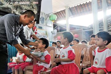 Gần 31.000 ly sữa được cộng đồng góp tặng từ chiến dịch online của Vinamilk