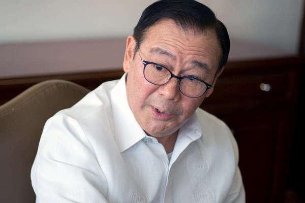 Ngoại trưởng Philippines yêu cầu TQ rút tàu neo đậu trái phép khỏi Biển Đông