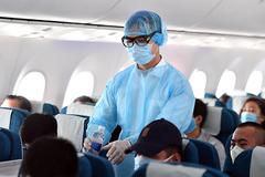 Đi máy bay, virus SARS-CoV-2 có thể lây qua mấy hàng ghế?