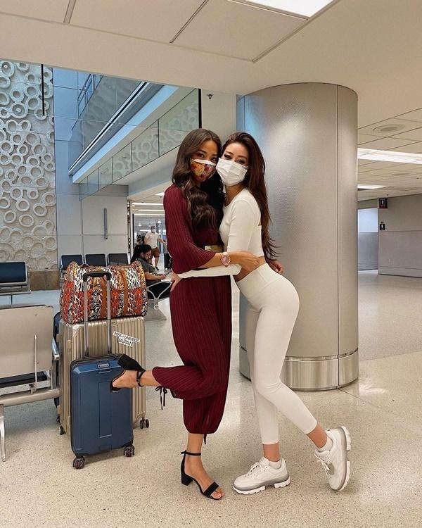 Khánh Vân diện váy in cờ Việt - Mỹ dự Hoa hậu Hoàn vũ 2020