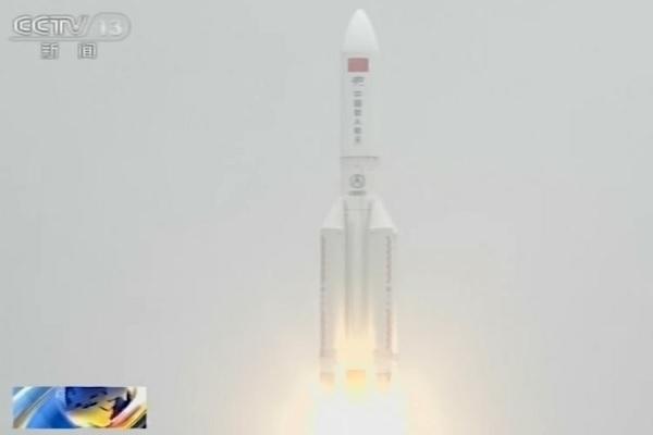 Trung Quốc 'giám sát chặt' mảnh vỡ tên lửa khổng lồ đang rơi xuống Trái Đất
