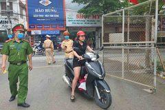 Người phụ nữ ở Hà Nội 'choáng váng' vì bị phạt không khẩu trang