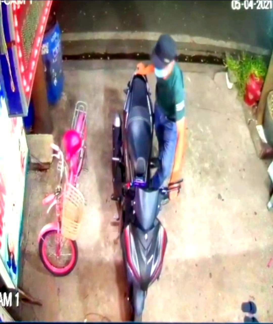 Công an truy tìm kẻ trộm xe máy, đâm bác sĩ tử vong ở Bình Dương