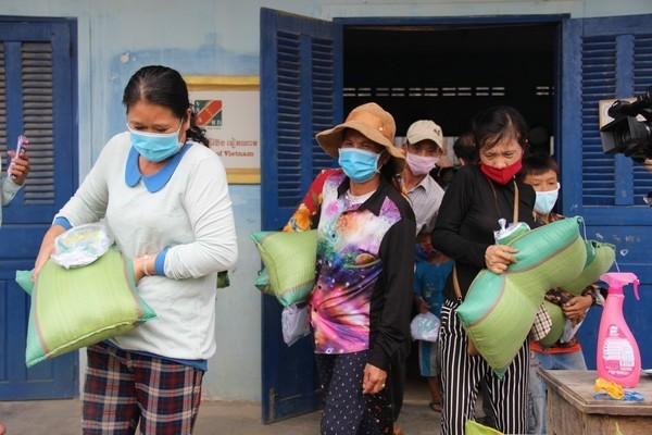 Số ca Covid-19 mới ở Campuchia chạm đỉnh, dự luật vắc-xin Đức bị phản đối