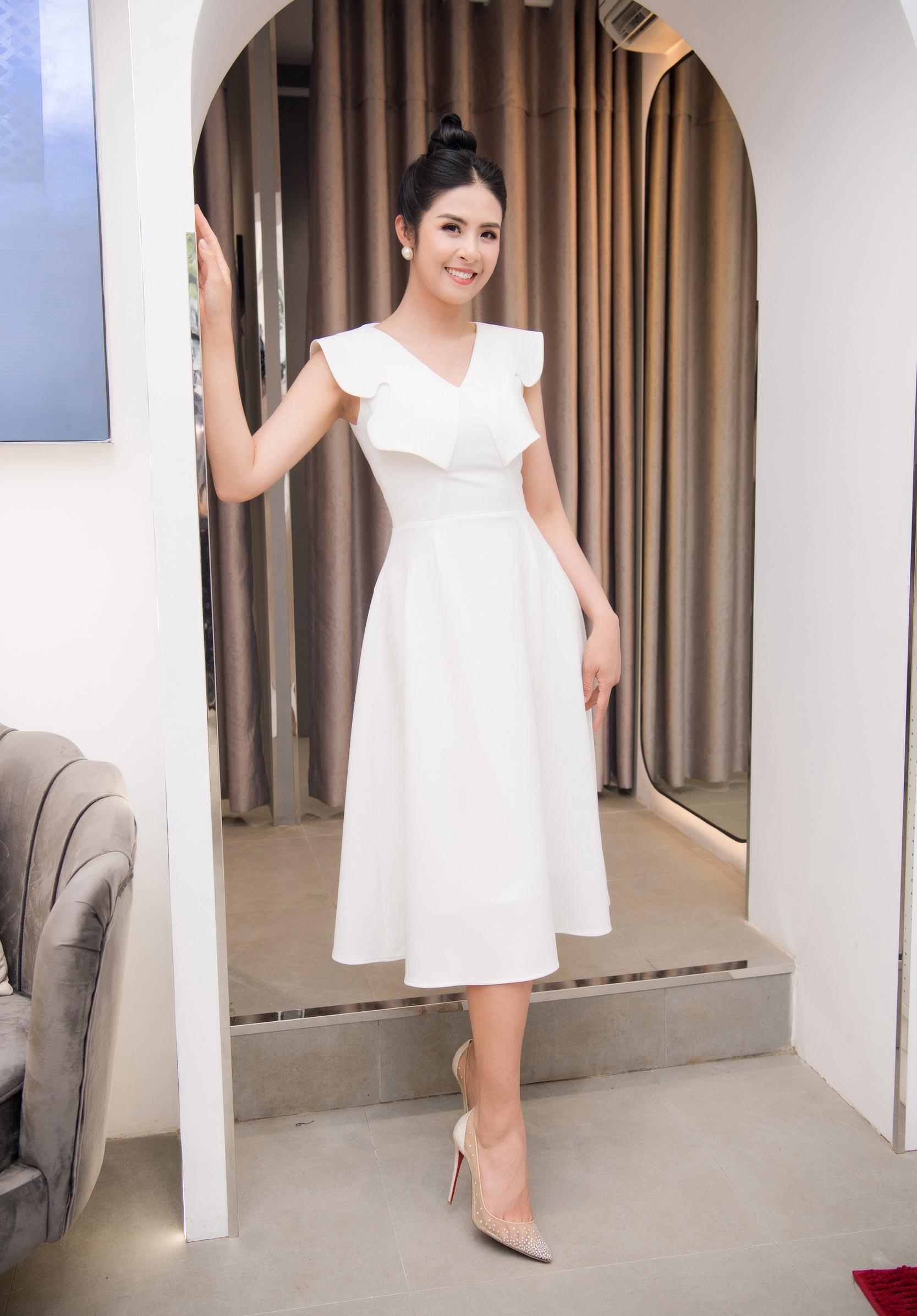 Hoa hậu Ngọc Hân sang trọng bên siêu mẫu Đình Quyền