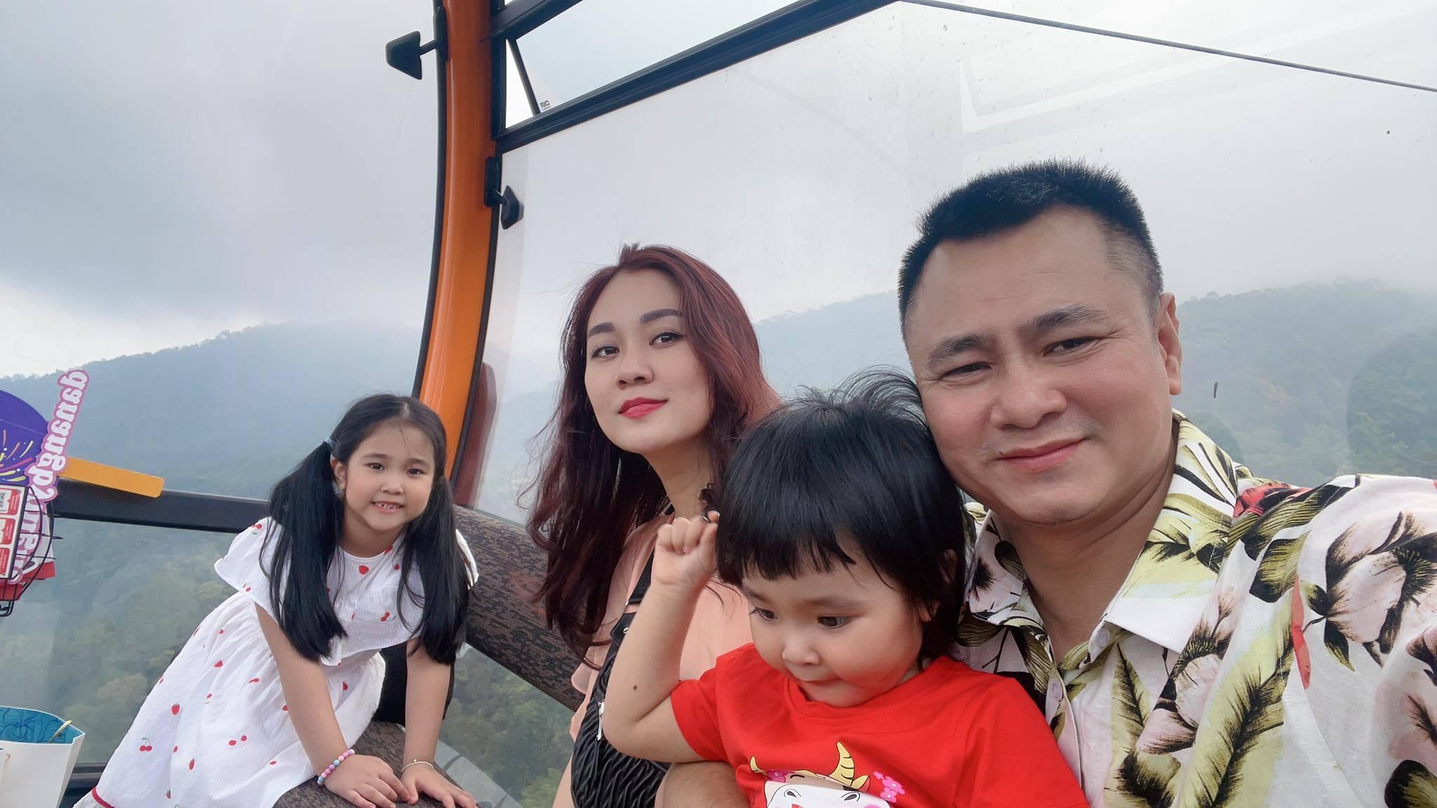 Khoảnh khắc hạnh phúc của NSND Tự Long bên vợ đẹp