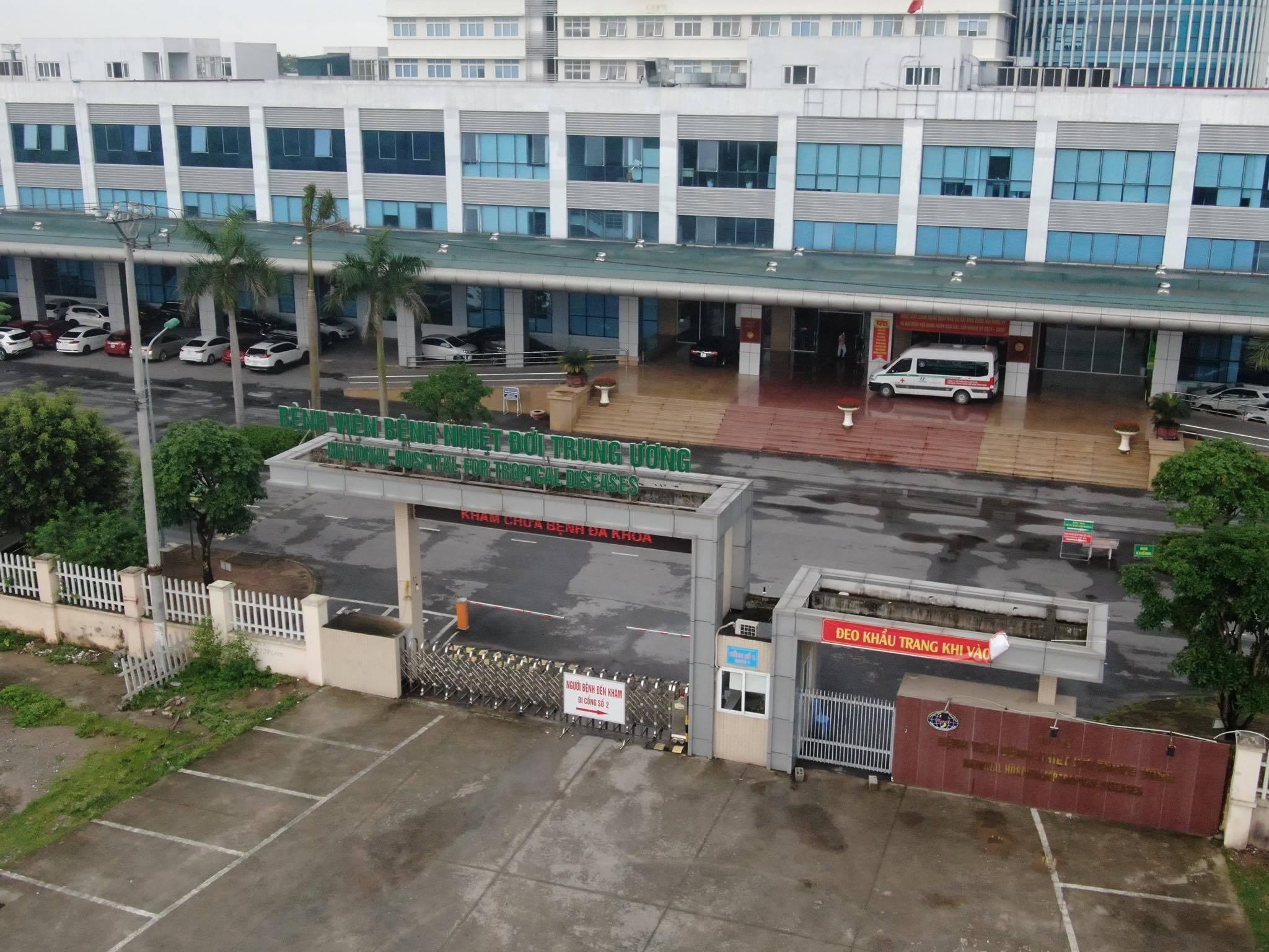 Cảnh 'nội bất xuất, ngoại bất nhập' nơi có thêm 14 ca Covid-19 ở Hà Nội