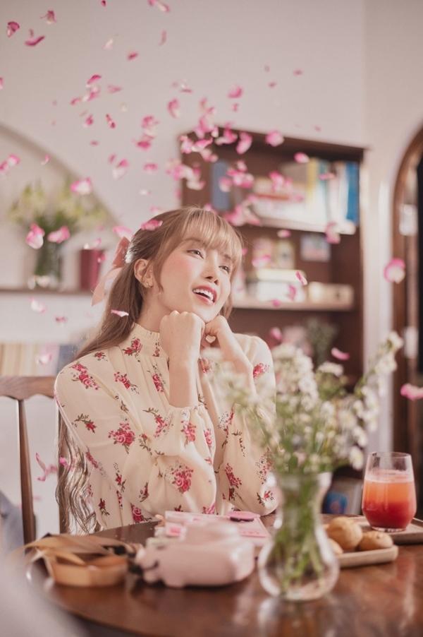 Thiều Bảo Trâm yêu say đắm trong MV mới