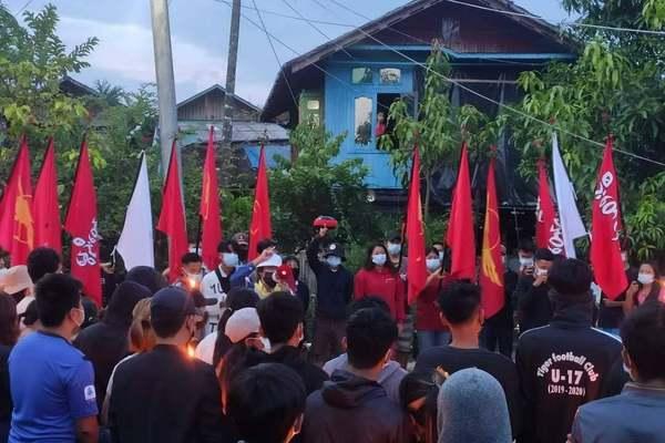 Cựu nghị sĩ Myanmar lập lực lượng bảo vệ người biểu tình