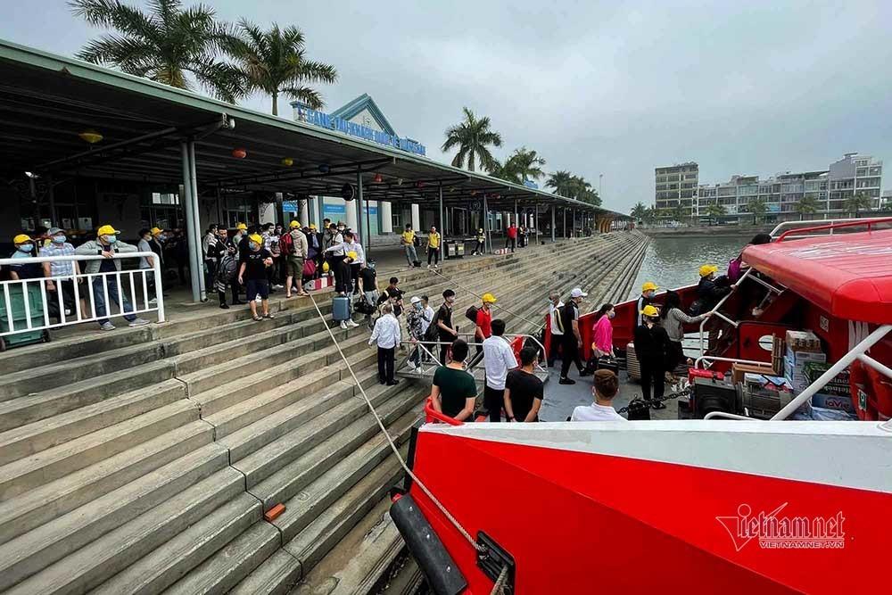 Dừng đón khách tham quan vịnh Hạ Long từ 12h hôm nay