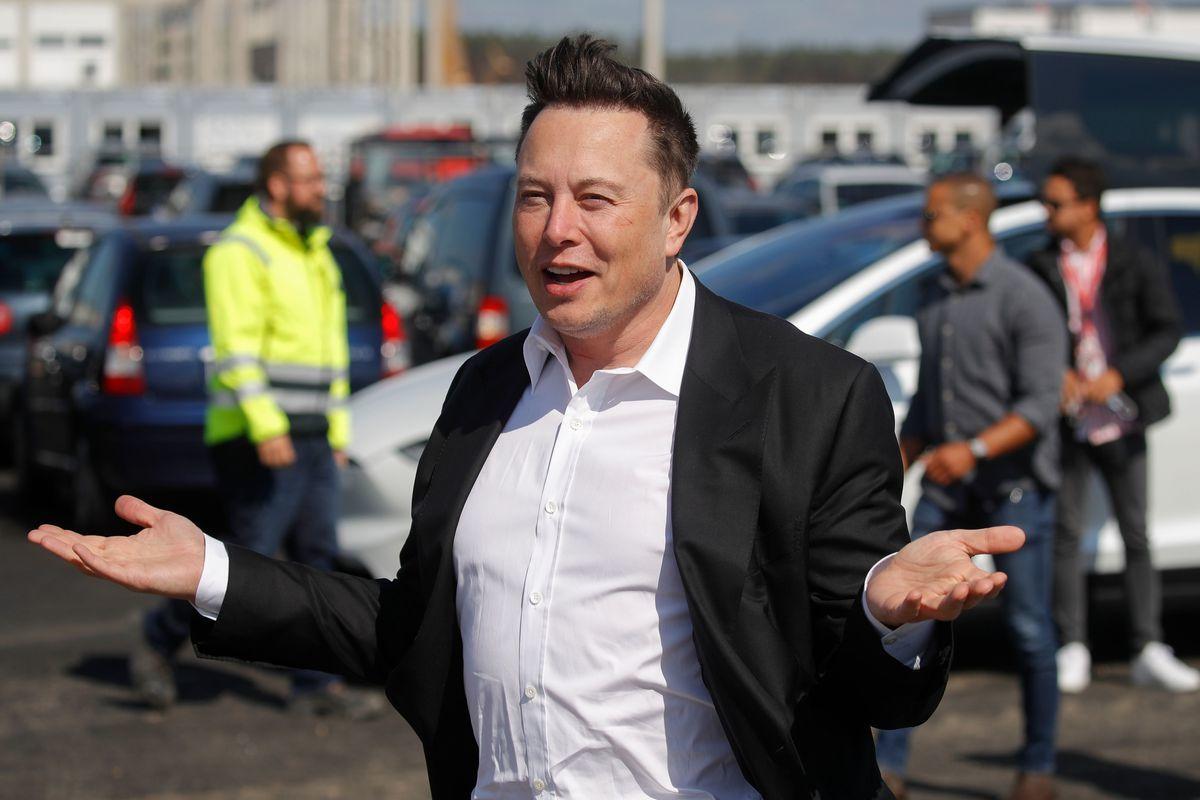 Lý do tỷ phú Elon Musk không có bàn làm việc