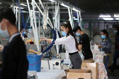 Thủ đô Campuchia dỡ phong tỏa Covid-19, nhiều nhà máy mở cửa trở lại