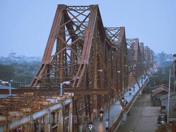 Ministry of transport prioritising funding for maintenance of Long Bien Bridge