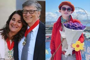 Rộ tin Bill Gates 'cặp' tiếp viên hàng không, vợ bất lực đòi ly hôn