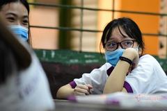 Thêm hàng trăm nghìn học sinh nghỉ khẩn cấp vì các ca Covid-19 mới