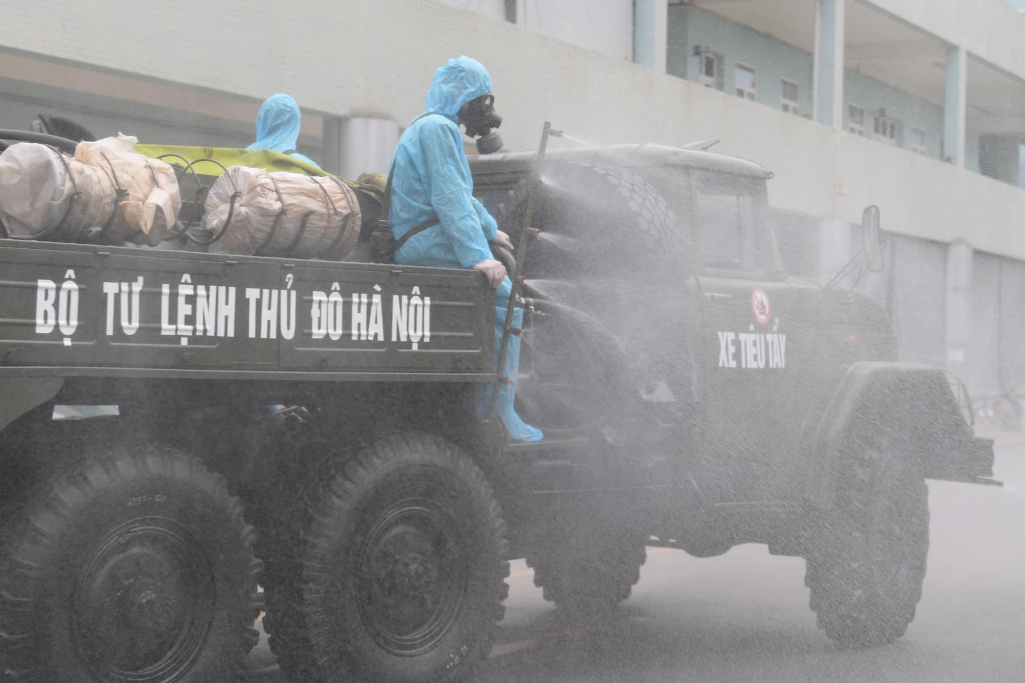Quân đội 'khẩn cấp' khử khuẩn Bệnh viện K