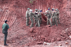 Phát hiện quả bom dài 1,6m còn thuốc nổ ở Bà Rịa - Vũng Tàu