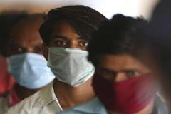 Ấn Độ vẫn là tâm chấn Covid-19, WHO cấp phép vắc-xin Trung Quốc