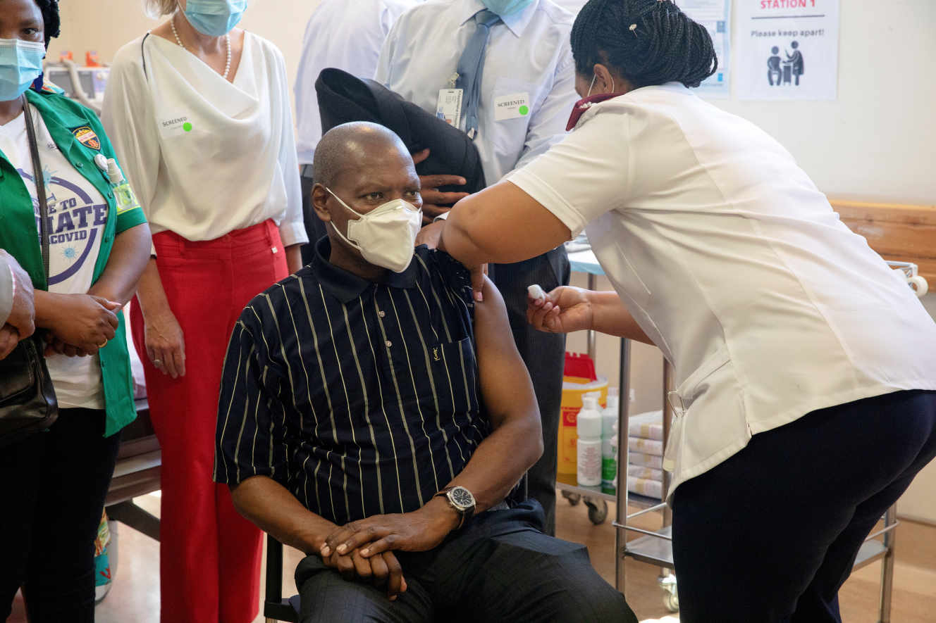 Vắc-xin Covid-19 và hố sâu ngăn cách các quốc gia