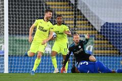Leicester thua sốc, MU và Liverpool reo vui