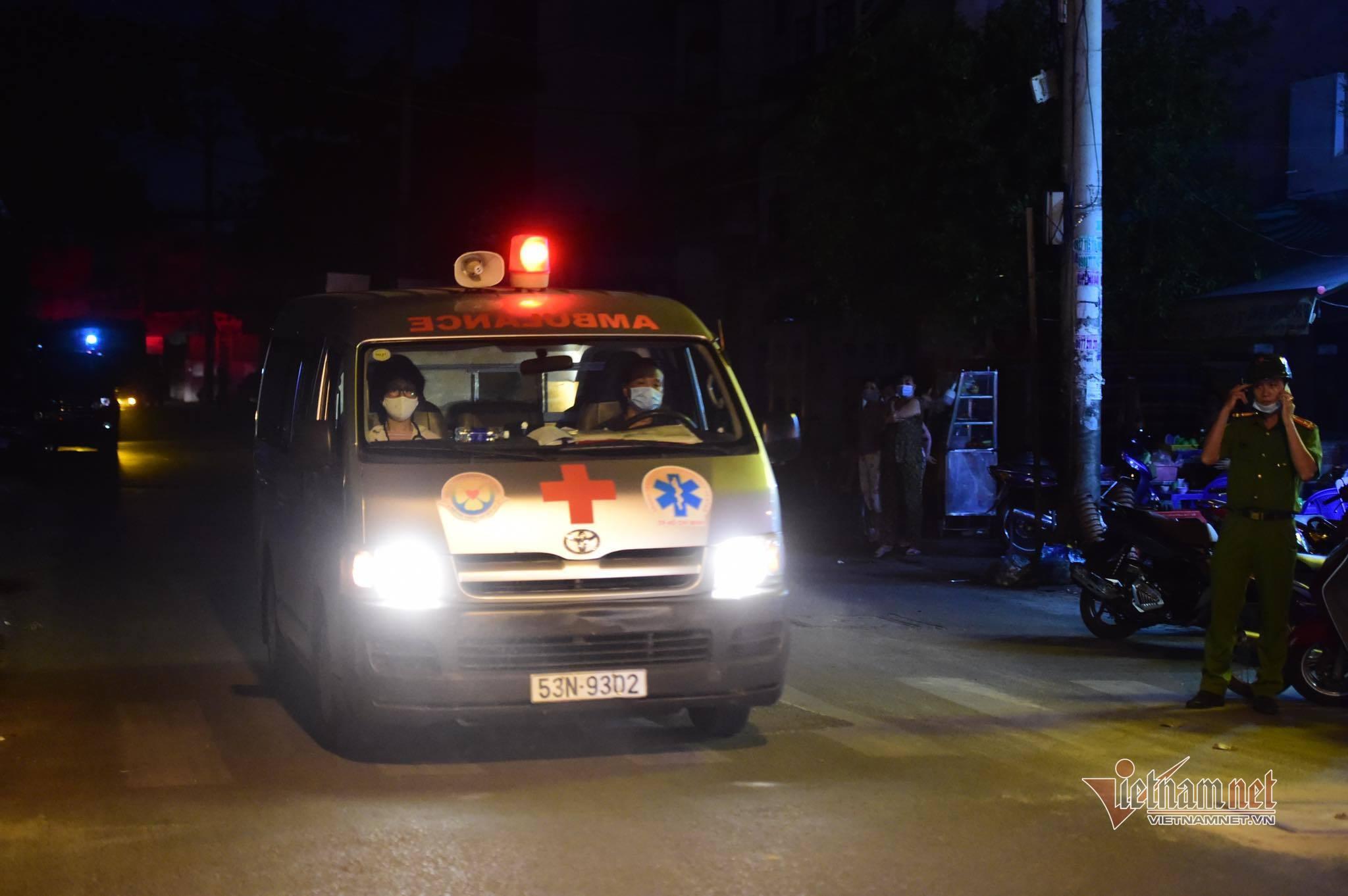 Nhân chứng vụ cháy 8 người chết: 'Bất lực vì lửa dữ dội, cửa khóa trái'