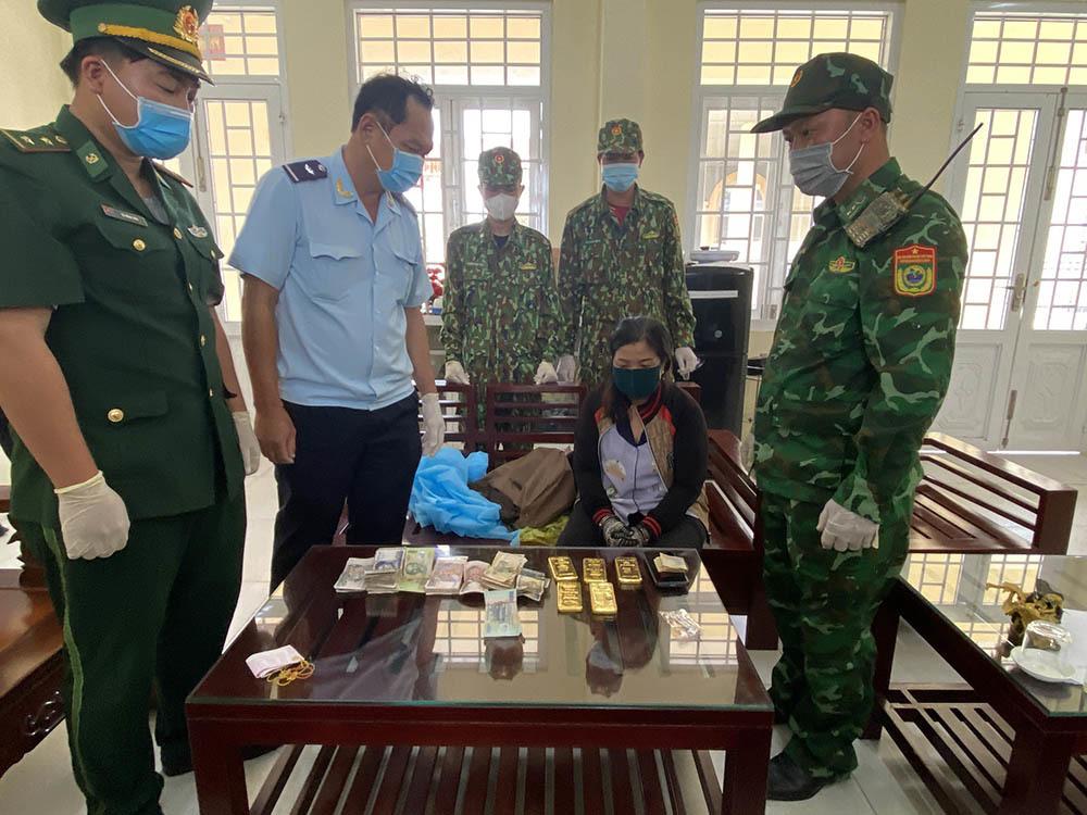 Bắt người phụ nữ mang 5kg vàng từ Campuchia về Việt Nam