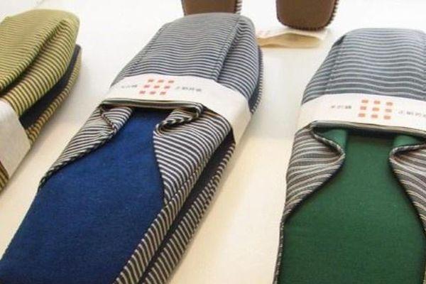Đôi dép vải đi trong nhà giá 4,5 triệu đồng