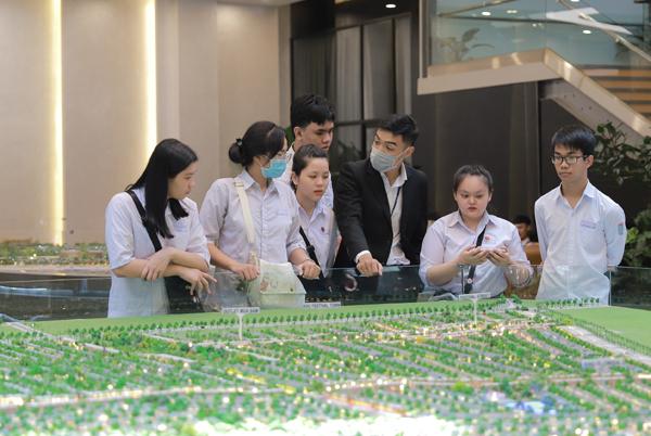 Hơn 120 sinh viên Nova College thực tập tại Tập đoàn kinh tế đa ngành nghề NovaGroup