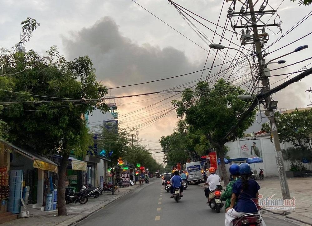 Cháy phim trường ở Sài Gòn, nhiều người tháo chạy