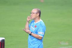 Tuyển Việt Nam: V-League long đong ngày trở lại, thầy Park âu lo