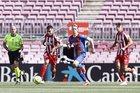 Barca 0-0 Atletico: Suarez làm khổ hàng thủ Barca (H1)