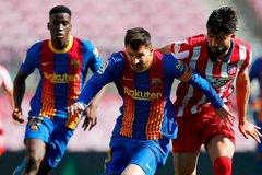 Barca và Atletico cầm chân nhau, cờ đến tay Real Madrid