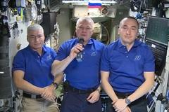 Xem phi hành gia từ vũ trụ chúc mừng ngày chiến thắng phát xít