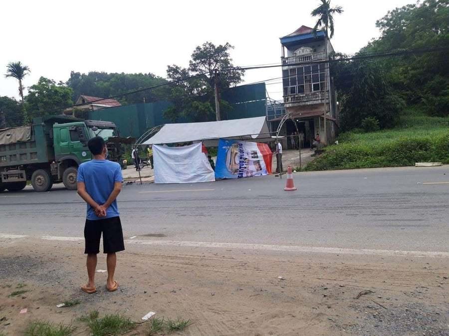 Xe tải 'hổ vồ' tông 2 thanh niên đi xe máy tử vong ở Hà Nội