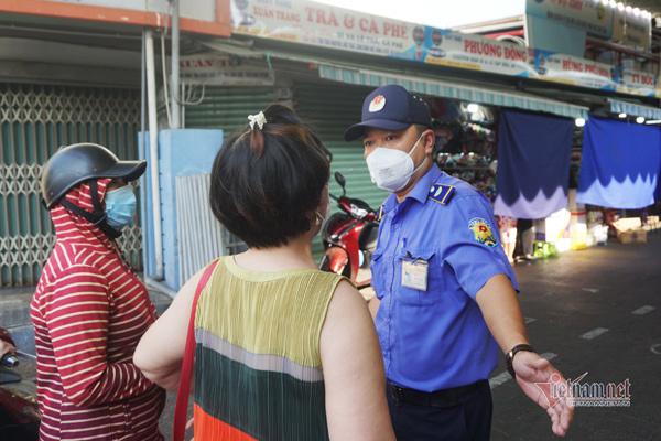 Đà Nẵng lần thứ 2 phát phiếu cho dân đi chợ, kiểm tra rất gắt
