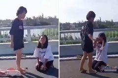 Nữ sinh lớp 7 bị 'đàn chị' đánh, lột đồ trên cầu