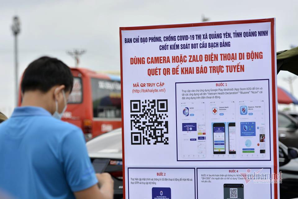 Cảnh ùn tắc tại trạm kiểm soát Covid-19 cửa ngõ vào Quảng Ninh