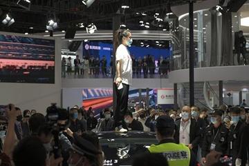 Khách hàng Trung Quốc kiện Tesla vì xe gặp tai nạn