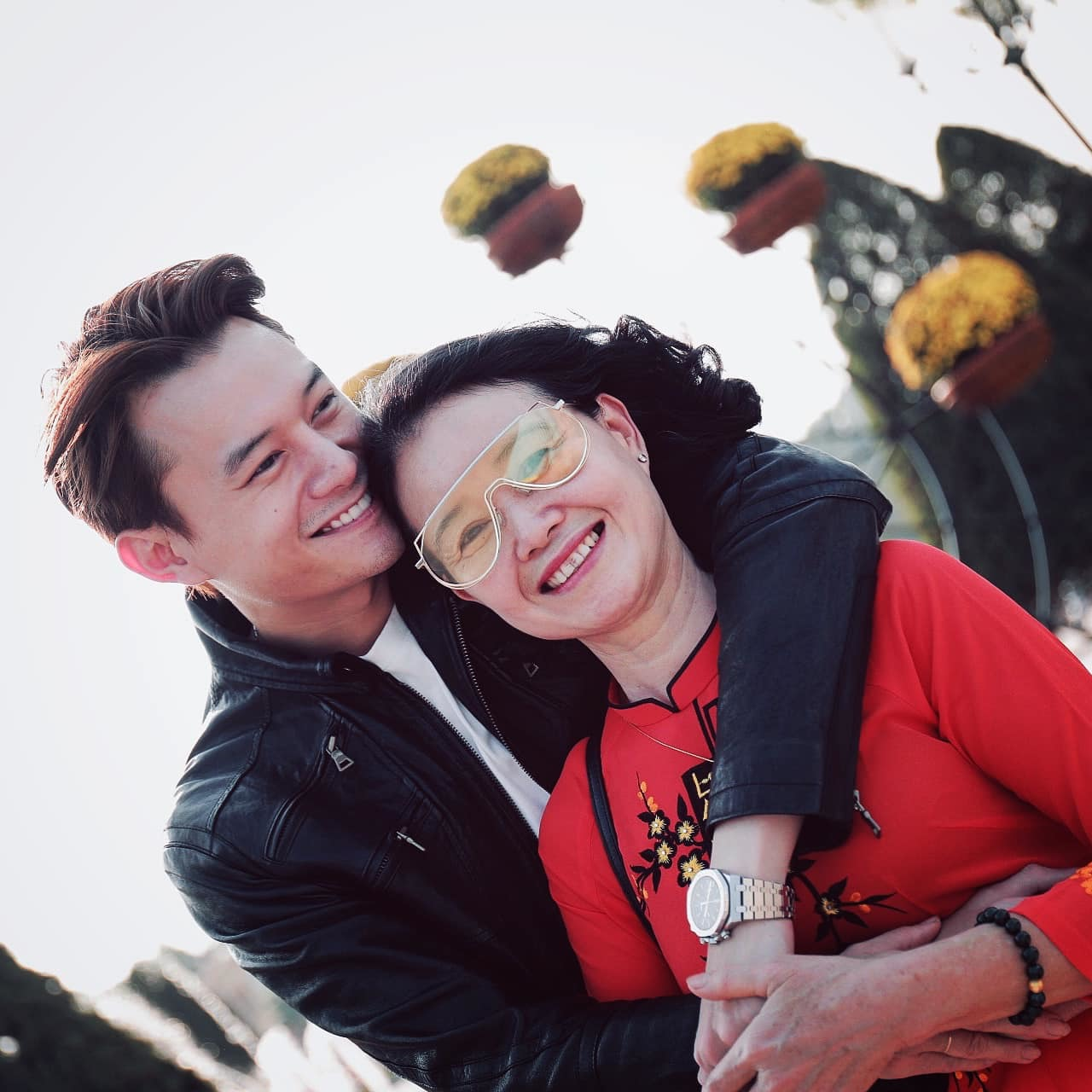 NSND Thu Hà trẻ trung dù hơn MC Thuỵ Vân tới 17 tuổi