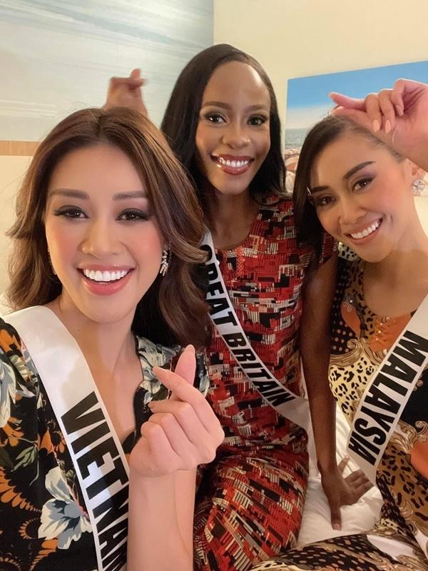 Khánh Vân diện đầm xẻ cao, được dự đoán lọt Top 12 Miss Universe