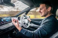 Volkswagen sẽ cho thuê tính năng tự lái
