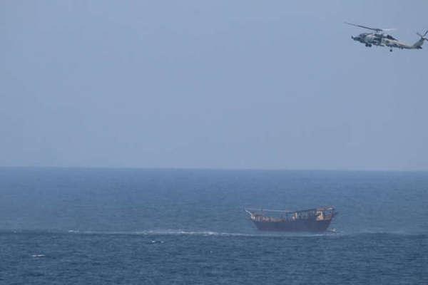 Mỹ thu giữ hàng nghìn vũ khí từ thuyền chở hàng lậu trên Biển Ả-rập