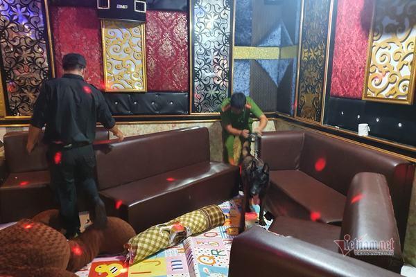 Bắt quả tang 11 đối tượng sử dụng ma túy ở quán karaoke