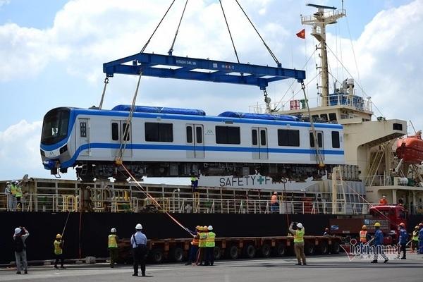 Hai đoàn tàu metro số 1 cập cảng TP.HCM