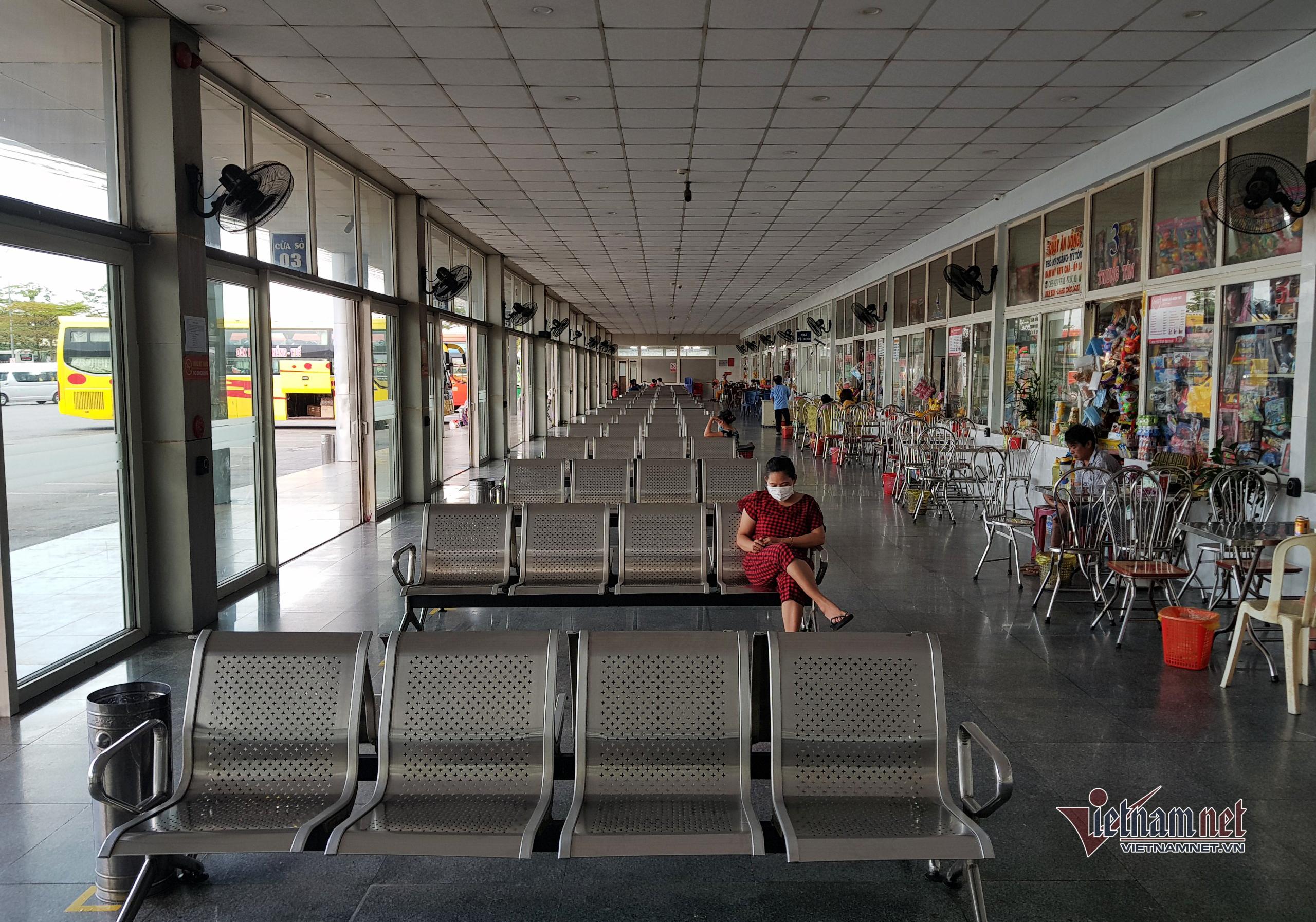 Cảnh đìu hiu ở sân bay, bến xe Đà Nẵng giữa lúc dịch Covid-19 bùng phát