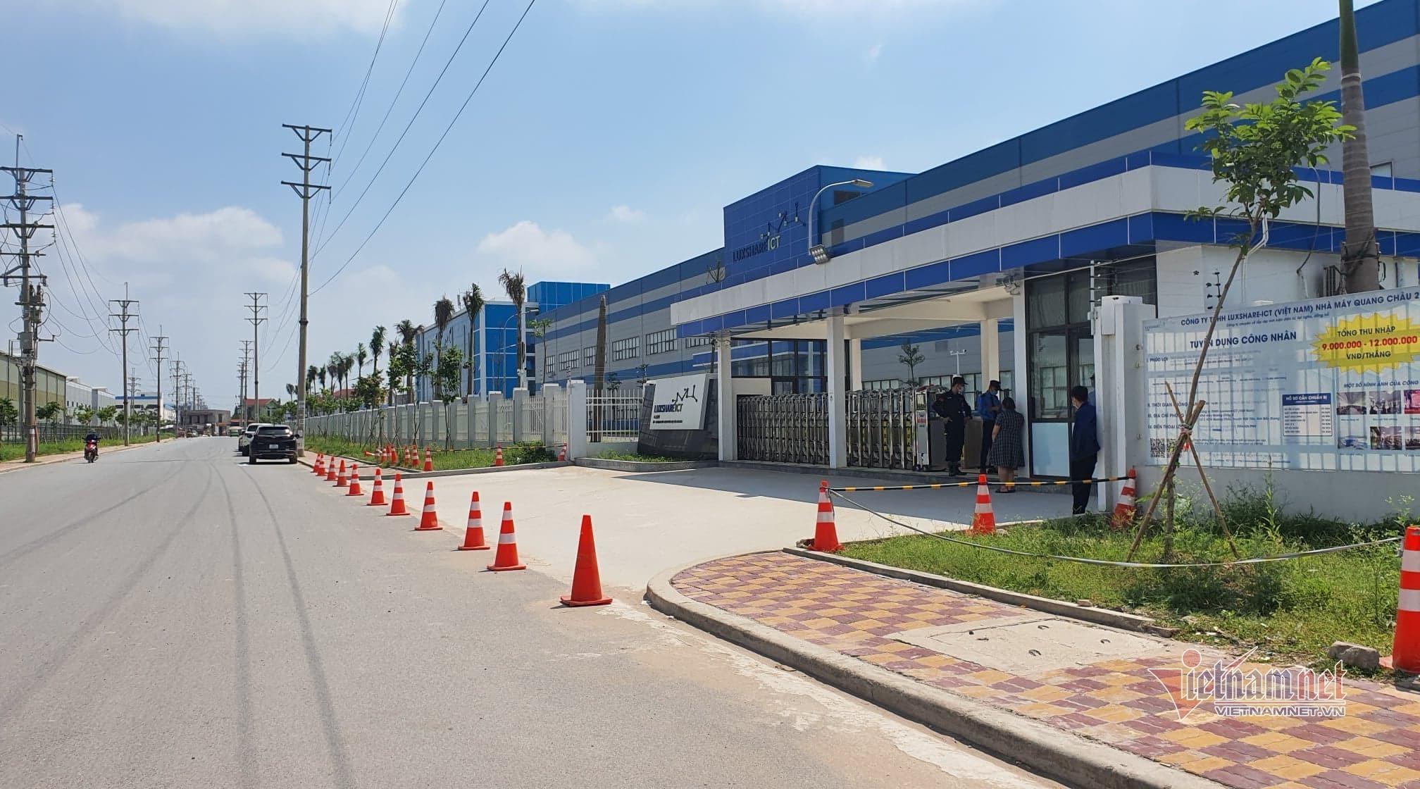 Công nhân có thể xét nghiệm Covid-19 tại địa phương trước khi đi làm lại ở Bắc Giang