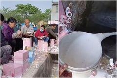 Dư luận Trung Quốc phẫn nộ việc 'đổ sữa xuống cống để ủng hộ thần tượng'