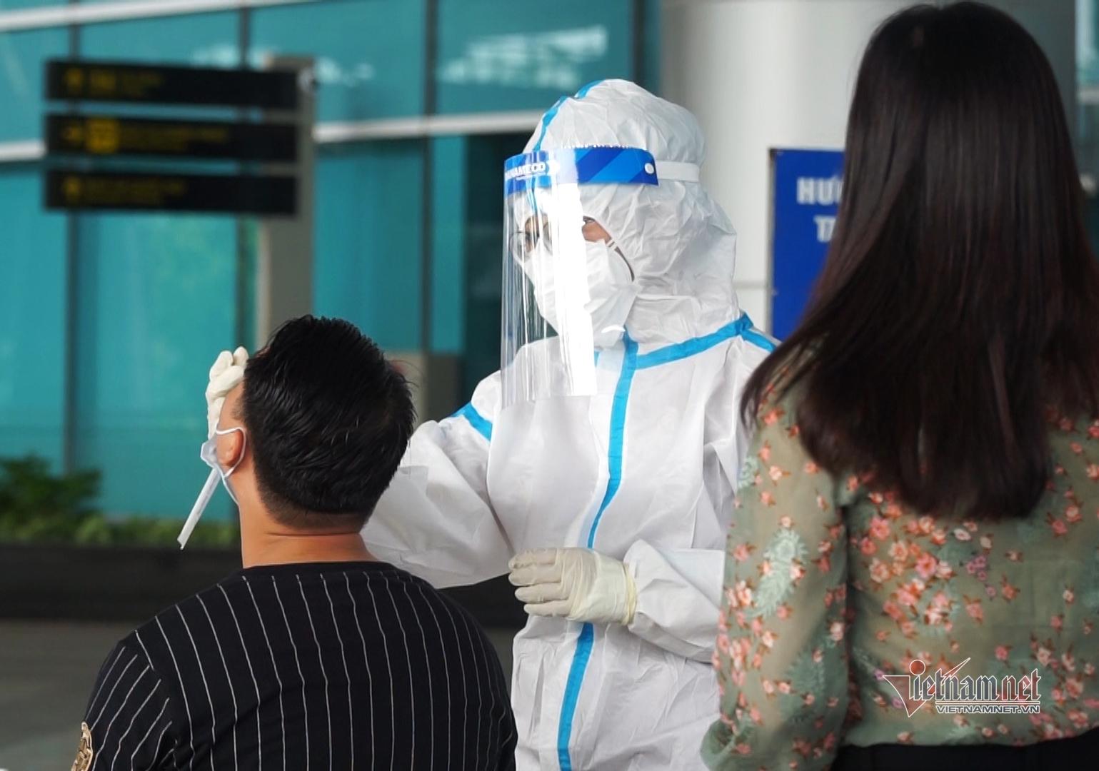 2.000 cán bộ, tiếp viên hàng không, nhân viên sân bay Đà Nẵng xét nghiệm Covid-19