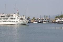 Ồ ạt rao bán tàu du lịch vịnh Hạ Long